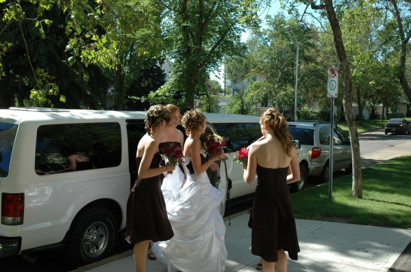 .... and the rest of the Bridal Party arrives.